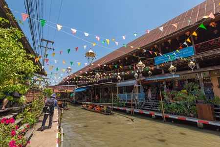 The Floating Markets in Thailand - Amphawa Floating Market